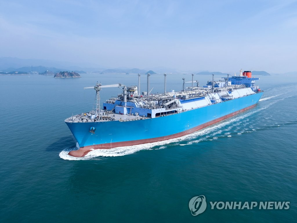 This photo, provided by Daewoo Shipbuilding & Marine Engineering Co., shows a liquefied natural gas floating storage regasification unit built by the company. (PHOTO NOT FOR SALE) (Yonhap).