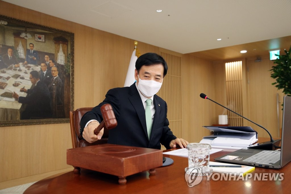 In this photo provided by the Bank of Korea (BOK), BOK Gov. Lee Ju-yeol bangs his gavel at the start of a BOK monetary policy board meeting at the South Korean central bank in Seoul on Feb. 27, 2020. (PHOTO NOT FOR SALE) (Yonhap)