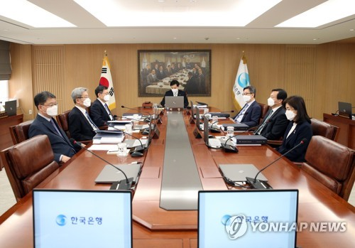 (2nd LD) BOK in discussion over possible emergency meeting for rate cut: official