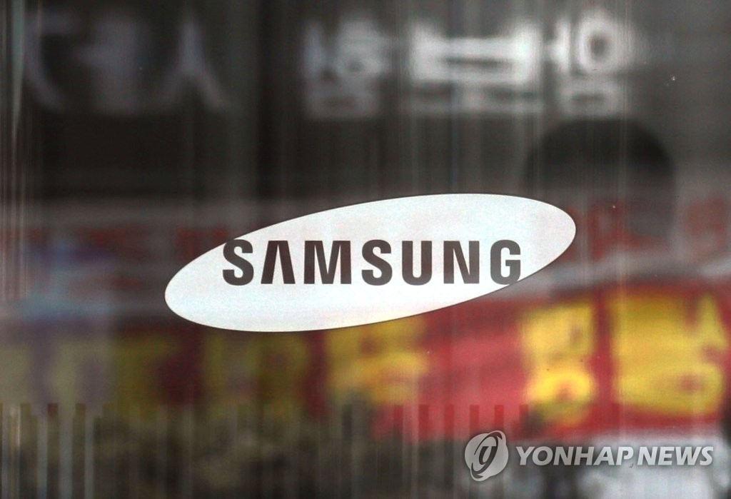 This photo taken March 11, 2020, shows a corporate logo of Samsung Electronics Co. at its office building in Seoul. (Yonhap)