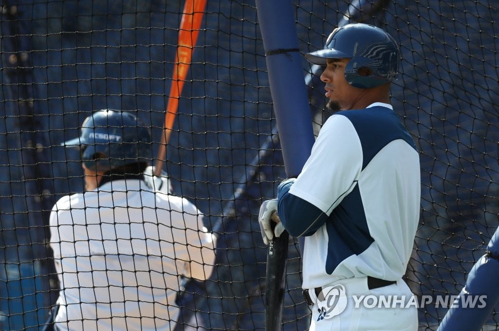 In this file photo, from March 16, 2020, Aaron Altherr of the NC Dinos (R) waits for his turn in the cage during batting practice at Changwon NC Park in Changwon, 400 kilometers southeast of Seoul. (Yonhap)