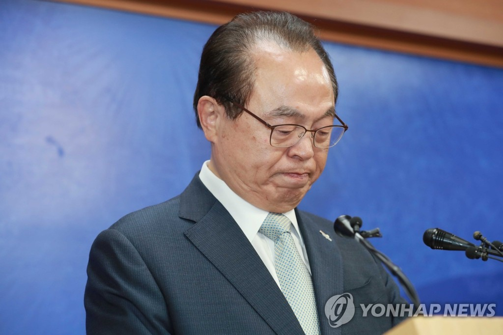 Busan Mayor Oh Keo-don speaks at a press conference at Busan City Hall on April 23, 2020. (Yonhap)