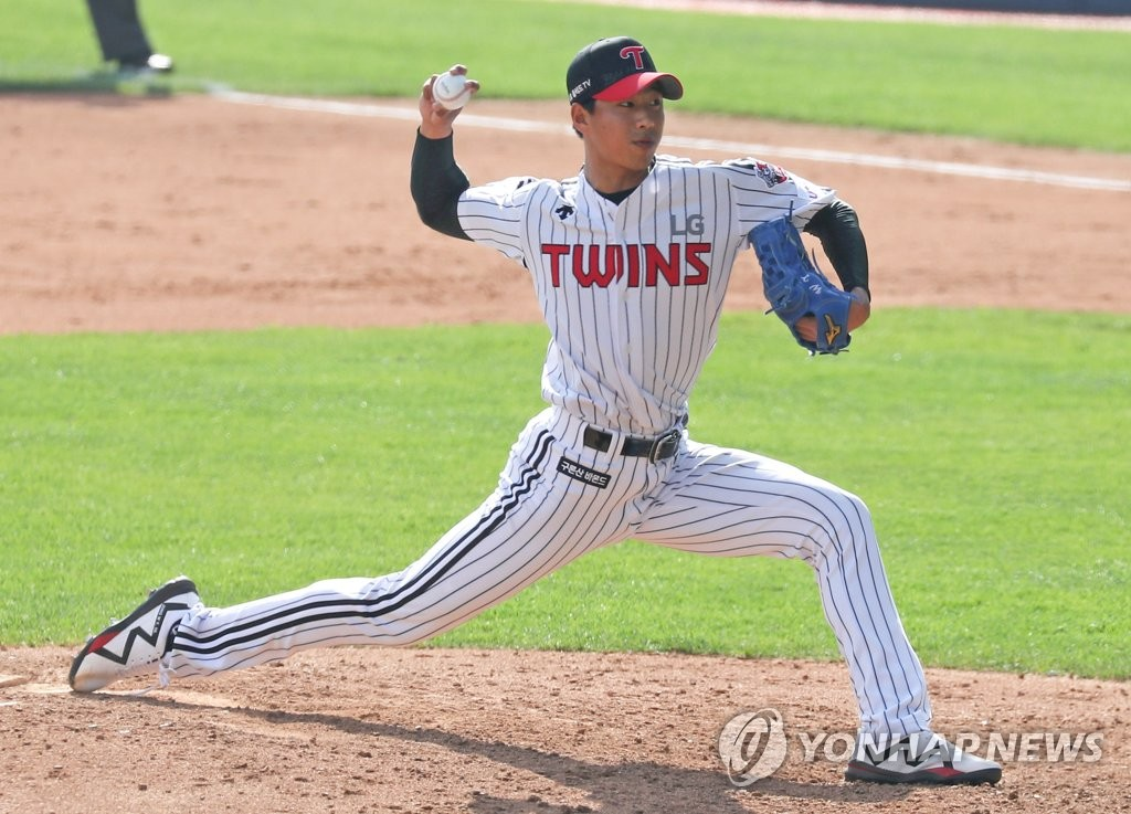 In this file photo from May 5, 2020, Jung Woo-young of the LG Twins pitches against the Doosan Bears in a Korea Baseball Organization regular season game at Jamsil Stadium in Seoul. (Yonhap)