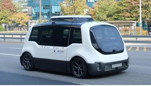 This file photo, provided by the Seoul Metropolitan Government, shows a self-driving minibus developed by Unmanned Solution. The city plans to operate three autonomous buses on the roads of Sangam in western Seoul. (PHOTO NOT FOR SALE) (Yonhap)