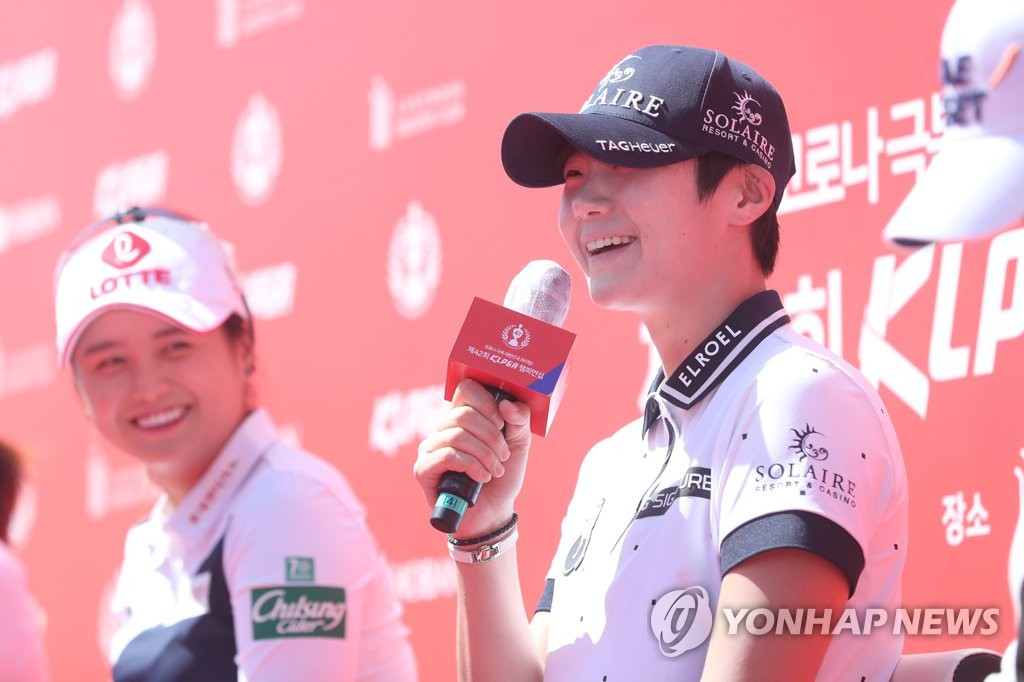 South Korean golfer Park Sung-hyun (R) speaks at the press conference for the 42nd Korea Ladies Professional Golf Association Championship at Lakewood Country Club in Yangju, Gyeonggi Province, on May 13, 2020. (Yonhap)
