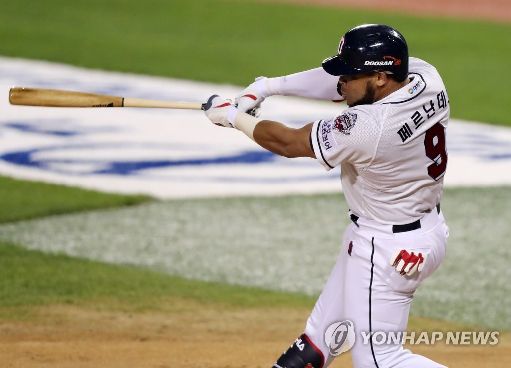 In this file photo, from May 28, 2020, Jose Miguel Fernandez of the Doosan Bears hits an RBI single against the SK Wyverns in a Korea Baseball Organization regular season game at Jamsil Baseball Stadium in Seoul. (Yonhap)