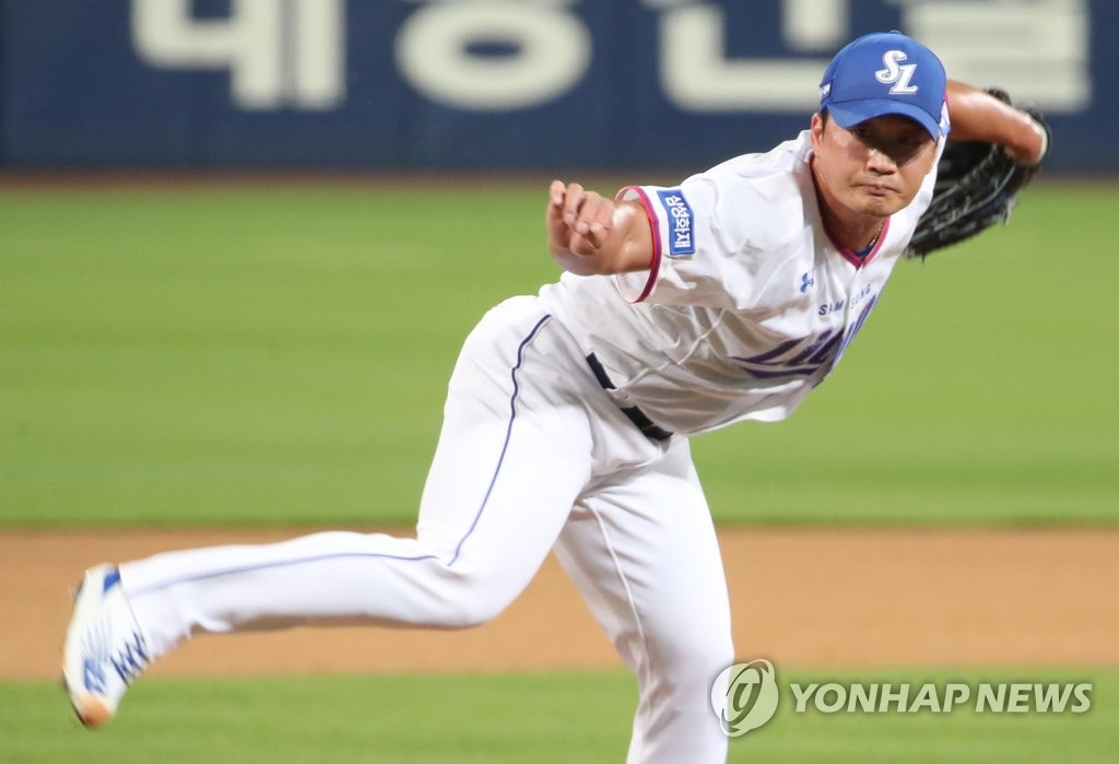 Oh Seung-hwan of the Samsung Lions pitches against the Kiwoom Heroes in the top of the eighth inning of a Korea Baseball Organization regular season game at Daegu Samsung Lions Park in Daegu, 300 kilometers southeast of Seoul, on June 9, 2020. (Yonhap)