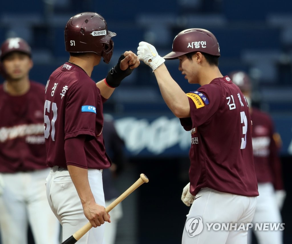 Kim Hye-seong of the Kiwoom Heroes (R) bumps fists with teammate Lee Jung-hoo after hitting a grand slam against the NC Dinos in a Korea Baseball Organization regular season game at Changwon NC Park in Changwon, 400 kilometers southeast of Seoul, on June 13, 2020. (Yonhap)