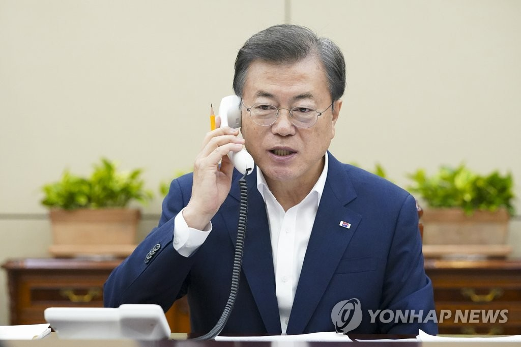 President Moon Jae-in talks on the phone with his Swiss counterpart Simonetta Sommaruga, Friday June 26, 2020, at his office in Seoul. (Photo provided by Cheong Wa Dae. Resale and archiving prohibited)