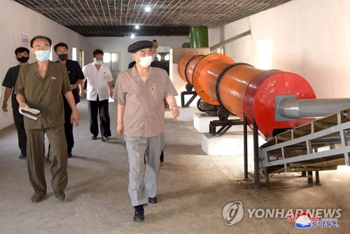 N.K. official inspects fertilizer factory