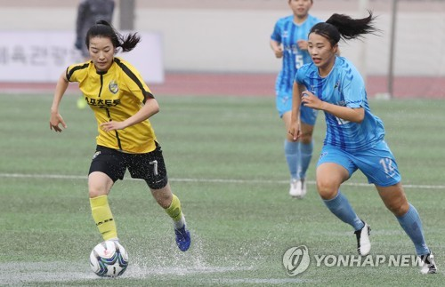 Women's football league game under way in Seoul