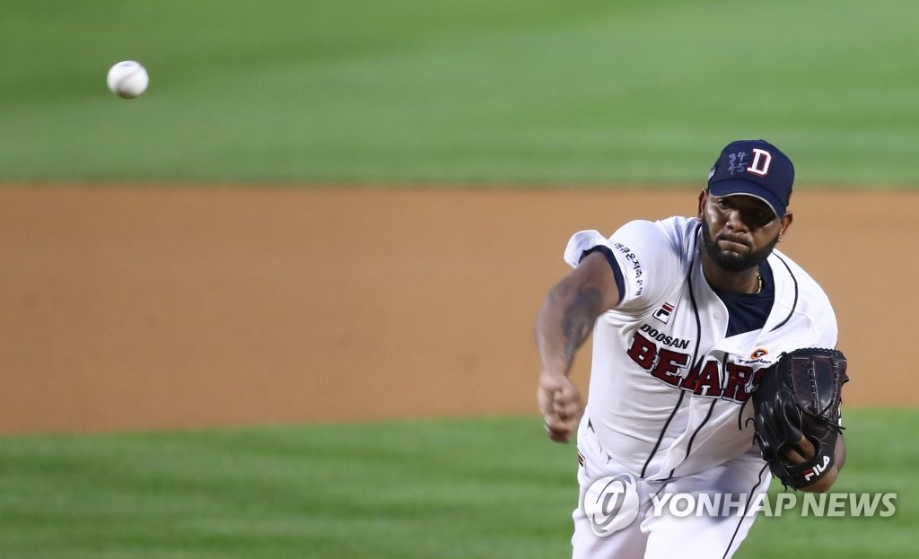 Raul Alcantara of the Doosan Bears pitches against the Kiwoom Heroes in a Korea Baseball Organization regular season game at Jamsil Baseball Stadium in Seoul on July 21, 2020. (Yonhap)