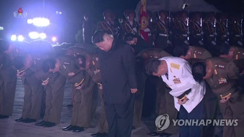 N. Korean leader pays respects to war dead