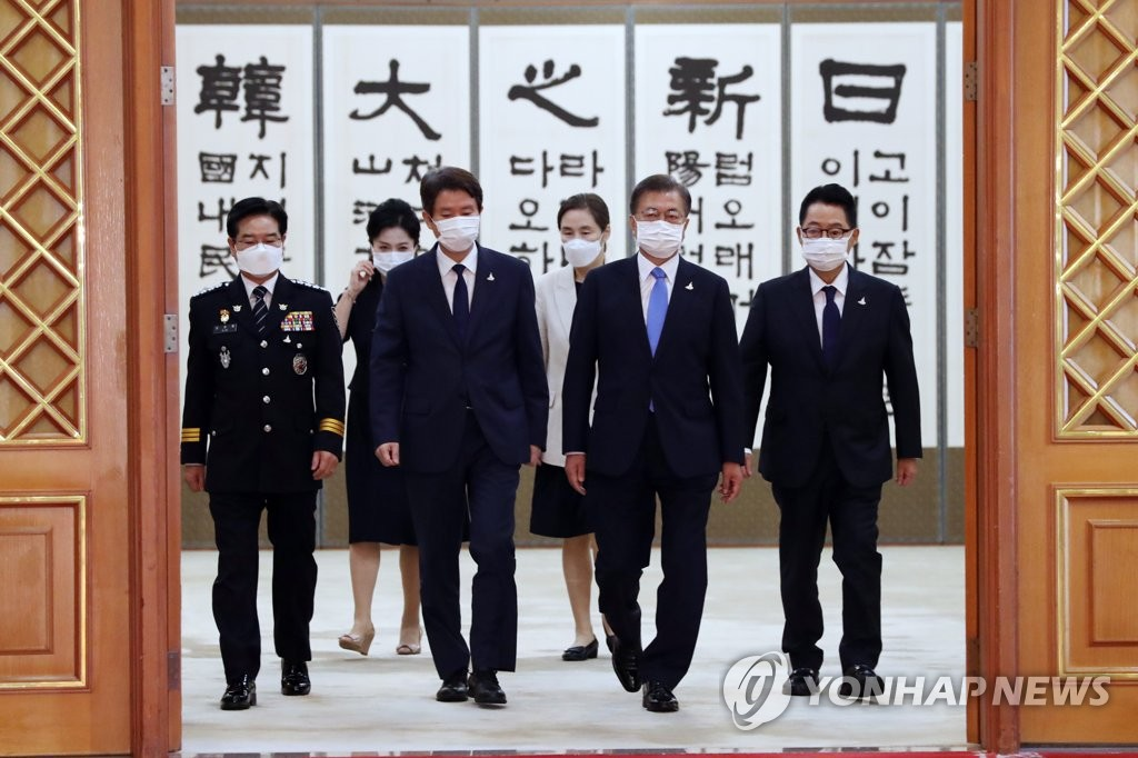 President Moon Jae-in (2nd from R) walks into a Cheong Wa Dae room along with Park Jie-won (R), head of the National Intelligence Service, Unification Minister Lee In-young (front, second from L) and Kim Chang-yong, commissioner general of the Korean National Police Agency (L), on July 29, 2020. (Yonhap)