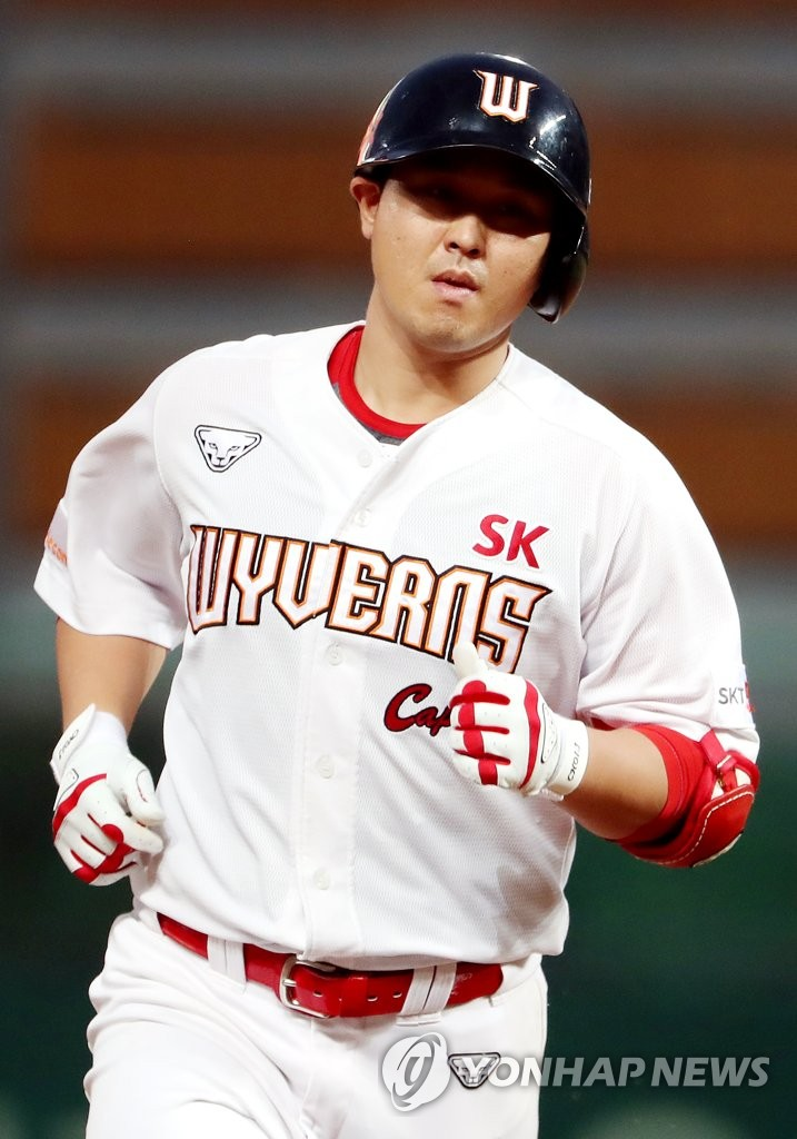 Choi Jeong of the SK Wyverns rounds the bases after hitting a solo home run against the LG Twins in the bottom of the third inning of their Korea Baseball Organization (KBO) regular season game at SK Happy Dream Park in Incheon, 40 kilometers west of Seoul, on July 29, 2020. (Yonhap)