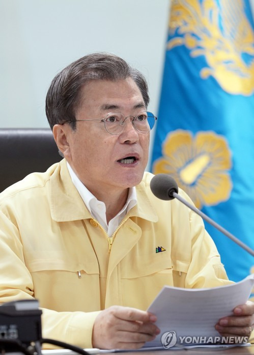 Moon attends meeting on torrential rain