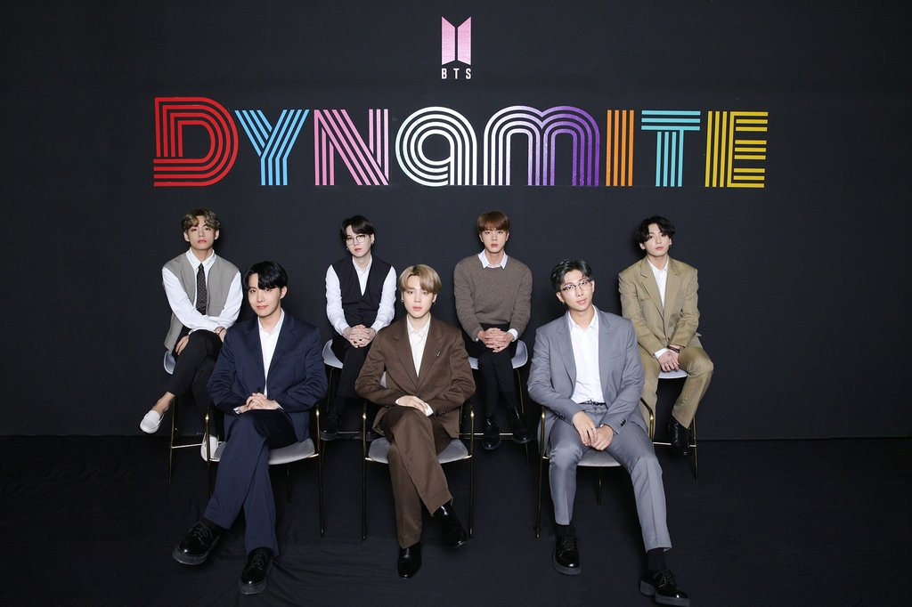 "This photo, provided by Big Hit Entertainment on Sept. 2, 2020, shows BTS posing at a media conference after topping the Billboard Hot 100 with its single ""Dynamite."" (PHOTO NOT FOR SALE)(Yonhap)"