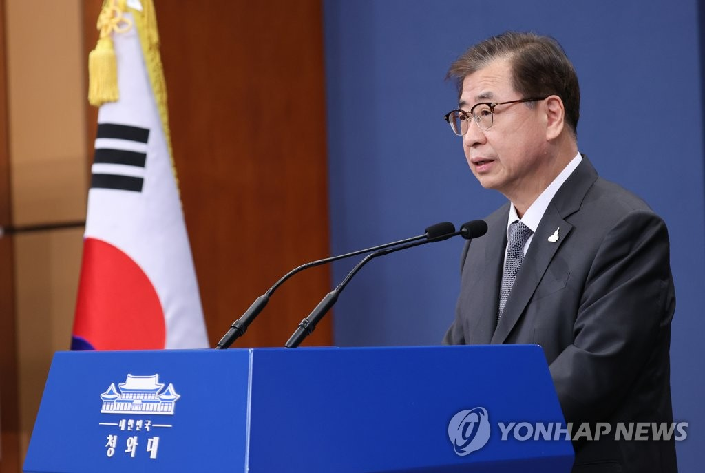 In this photo, taken on Sept. 25, 2020, Suh Hoon, director of the national security office at the presidential office Cheong Wa Dae, holds a press briefing at Cheong Wa Dae in Seoul. (Yonhap)