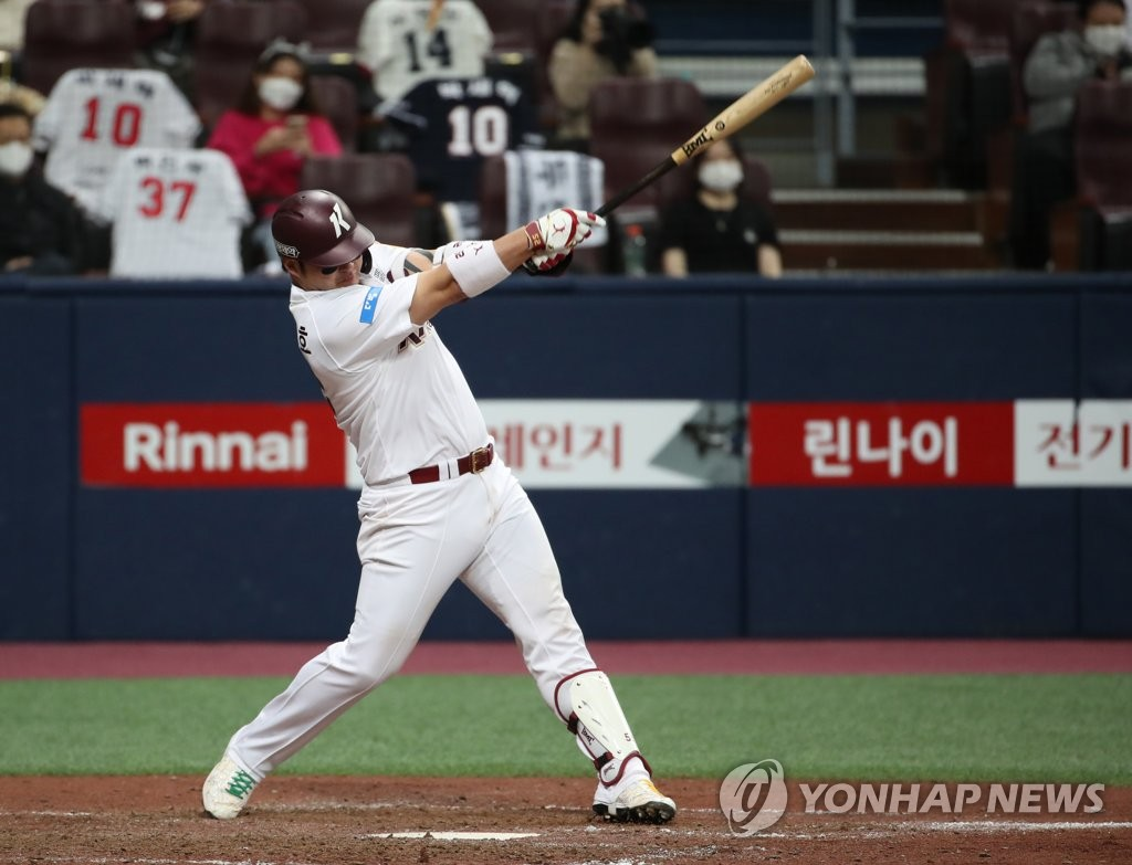 Park Byung-ho of the Kiwoom Heroes hits a two-run double against the Doosan Bears in the bottom of the seventh inning of a Korea Baseball Organization regular season game at Gocheok Sky Dome in Seoul on Oct. 16, 2020. (Yonhap)