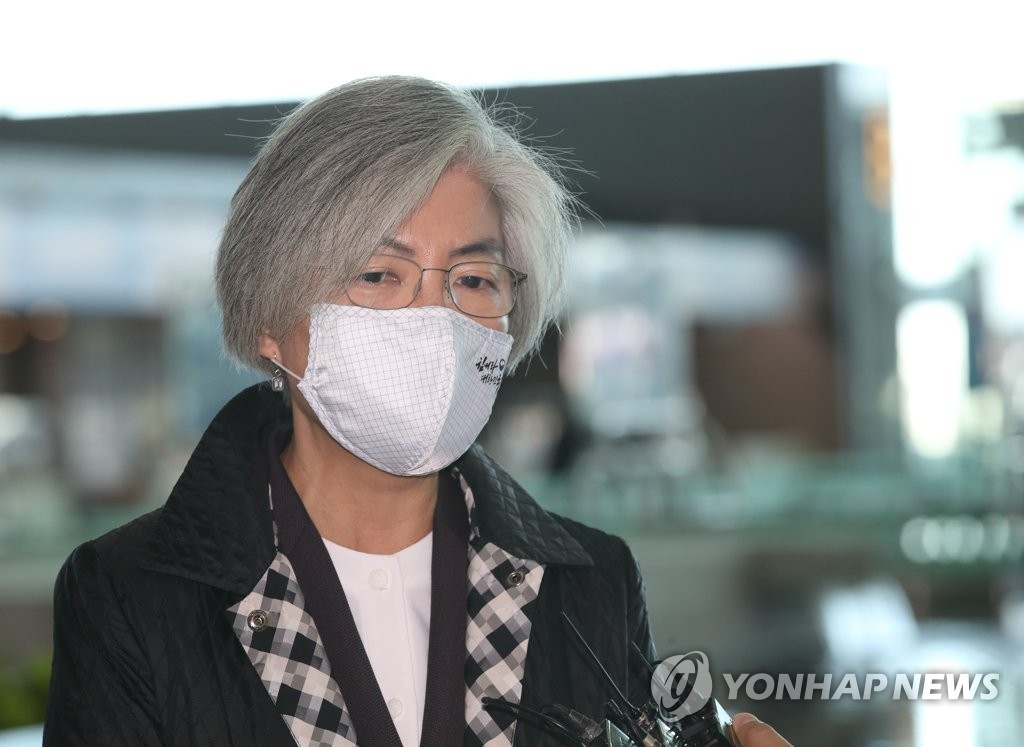 Foreign Minister Kang Kyung-wha speaks before departing for the United States at Incheon International Airport, west of Seoul, on Nov. 8, 2020. (Yonhap)