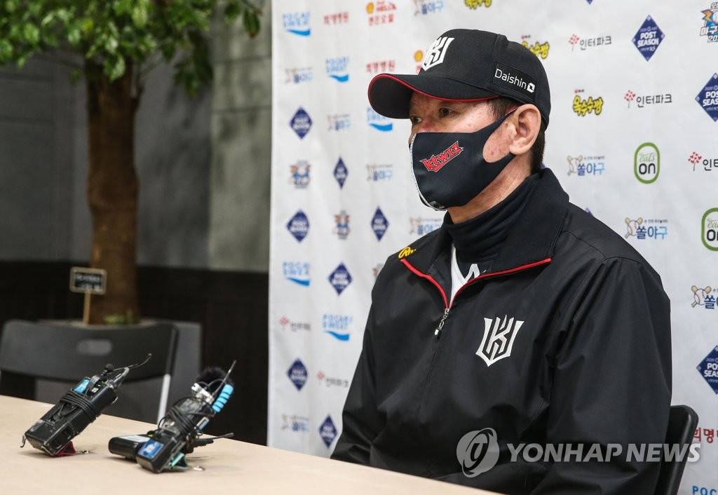 KT Wiz manager Lee Kang-chul speaks to reporters at Gocheok Sky Dome in Seoul on Nov. 9, 2020, before Game 1 of the second-round Korea Baseball Organization postseason series against the Doosan Bears. (Yonhap)