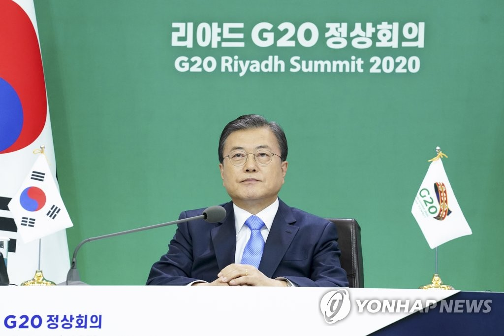 South Korean President Moon Jae-in takes part in the virtual summit of the Group of 20 leaders, chaired by Saudi Arabia, at Cheong Wa Dae in Seoul on Nov. 21, 2020. (Yonhap)