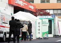 (2nd LD) New virus cases spike to over 300 again as greater Seoul comes under tougher virus curbs