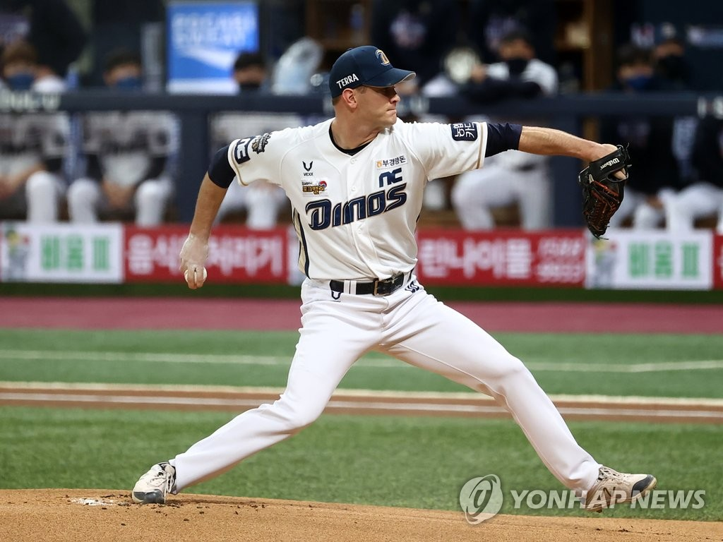 Drew Rucinski of the NC Dinos pitches against the Doosan Bears in the top of the first inning of Game 6 of the Korean Series at Gocheok Sky Dome in Seoul on Nov. 24, 2020. (Yonhap)