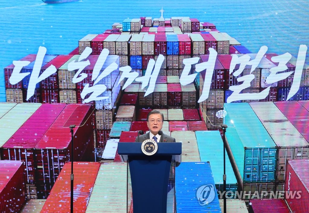 President Moon Jae-in delivers a congratulatory speech during the 57th Trade Day ceremony held at the COEX convention center in Seoul on Dec. 8, 2020. (Yonhap)