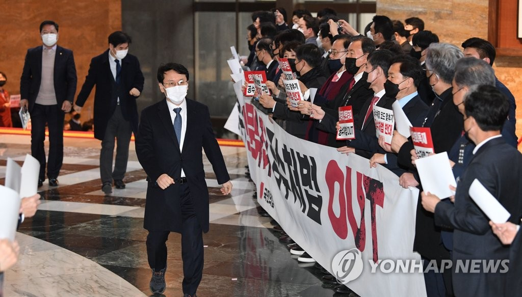 Lawmakers of the main opposition People Power Party stage a protest at the National Assembly on Dec. 9, 2020, calling for the abolishment of a proposed bill related to the Corruption Investigation Office for High-ranking Officials. (Yonhap)