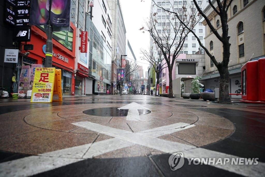 This photo, taken on Dec. 13, 2020, shows Seoul's shopping district of Myeongdong, where only a few people were spotted amid the third wave of the new coronavirus. (Yonhap)