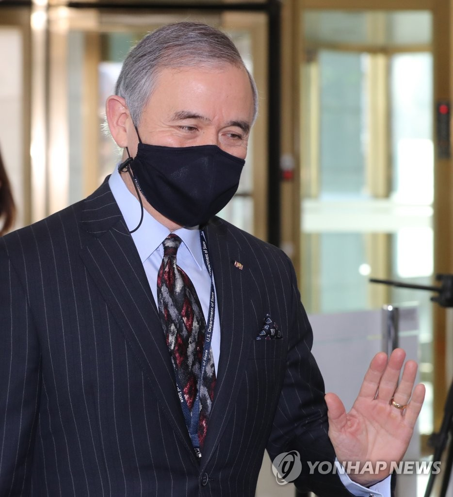 This file photo, taken on Jan. 5, 2021, shows U.S. Ambassador to South Korea Harry Harris entering the foreign ministry in Seoul. (Yonhap)