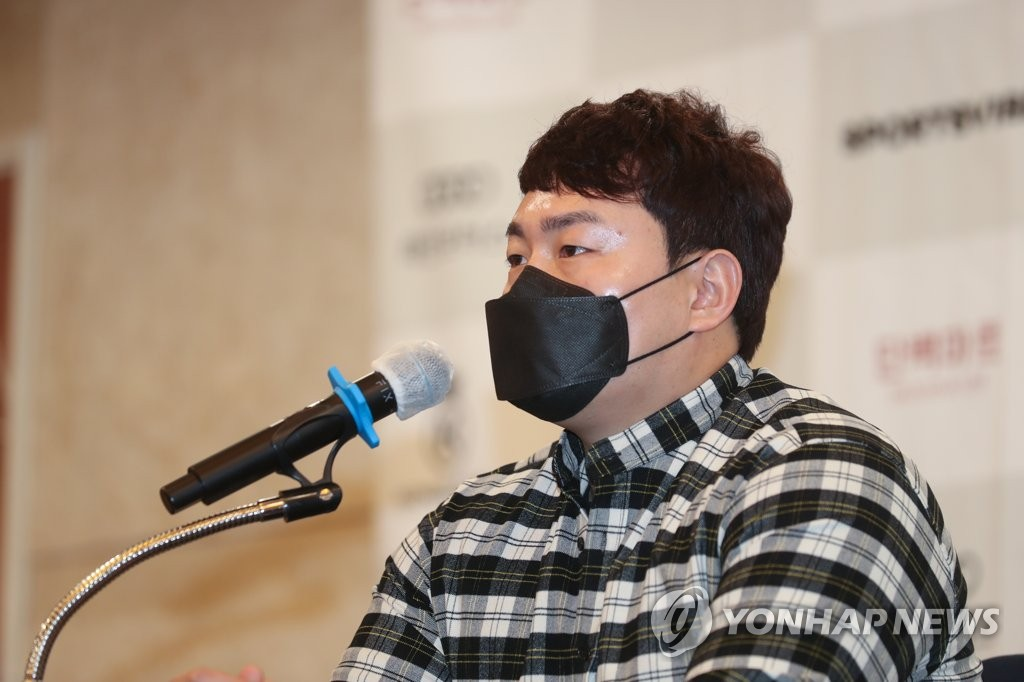 Choi Ji-man of the Tampa Bay Rays speaks during his press conference at a Seoul hotel on Feb. 5, 2021. (Yonhap)