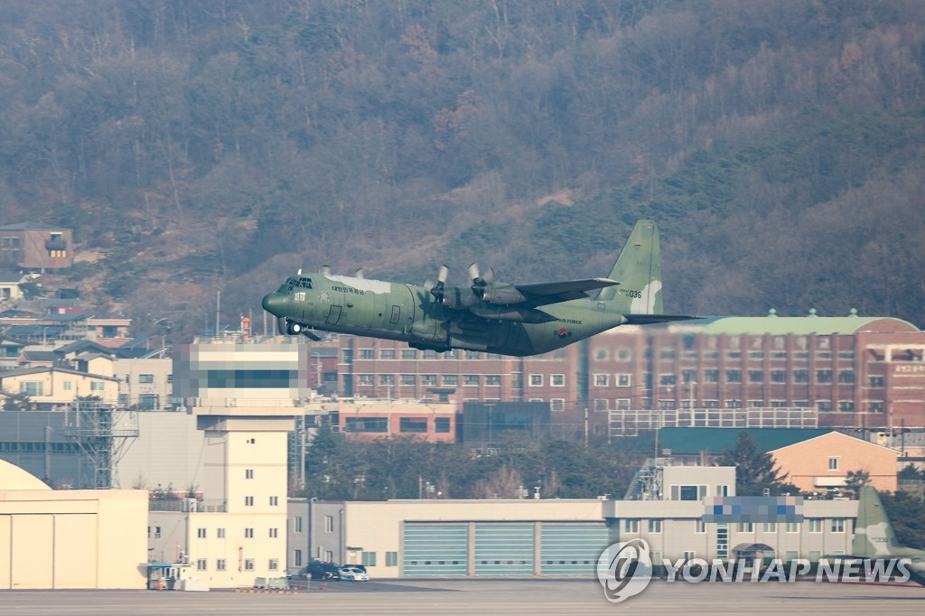 A transport aircraft of the Air Force carrying COVID-19 vaccines takes off from Seoul Air Base in Seongnam, south of Seoul, on March 5, 2021, to head to Jeju airport on South Korea's largest island of the same name. (Yonhap)
