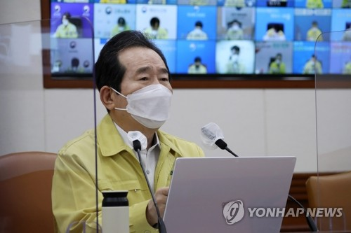 (LEAD) S. Korea to adopt 'vaccine passports' showing person's COVID-19 vaccination status: PM