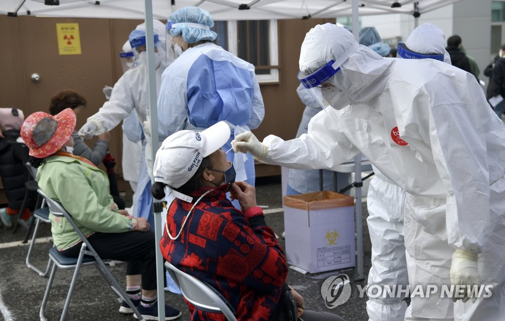 Medical workers collect samples from people at a makeshift COVID-19 testing facility in Jangsu, North Jeolla Province, on May 11, 2021, in this photo provided by Jangsu County. (PHOTO NOT FOR SALE) (Yonhap)
