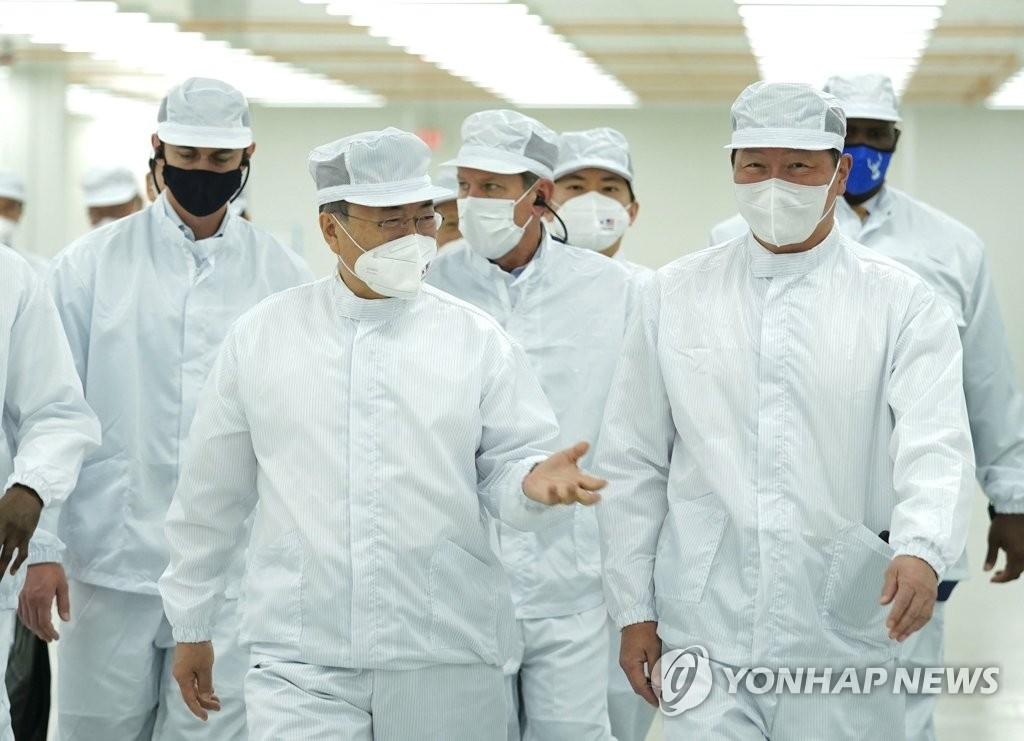 미국 SK 전기차 베터리 공장 방문한 문재인 대통령과 최태원 회장