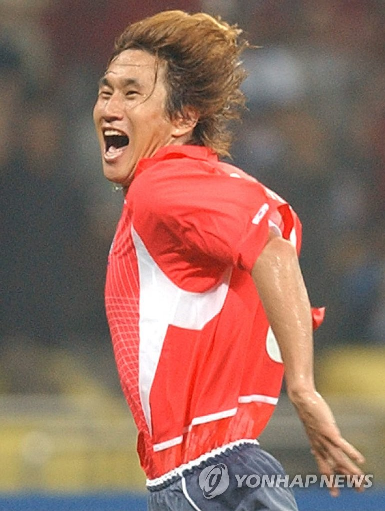 In this file photo from June 4, 2002, Yoo Sang-chul of South Korea celebrates his goal against Poland in the teams' Group D match at the 2002 FIFA World Cup at Busan Asiad Main Stadium in Busan, 450 kilometers southeast of Seoul. (Yonhap)