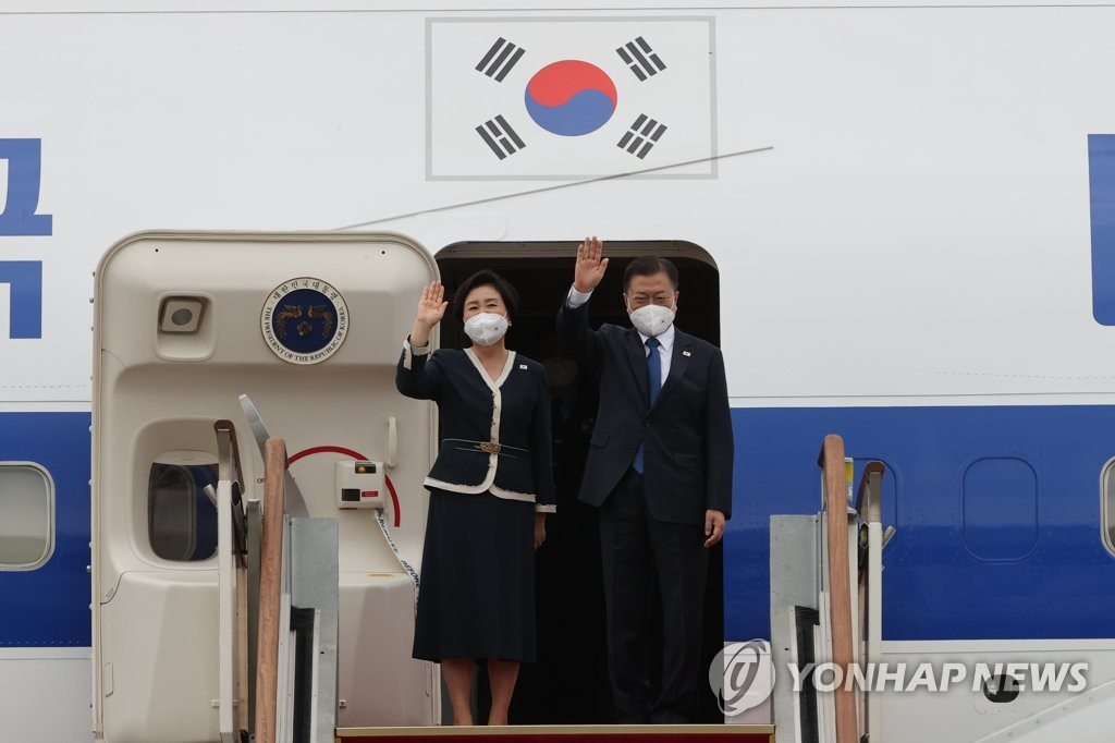 President Moon Jae-in (R) and first lady Kim Jung-sook wave to well-wishers as they depart from Seoul Air Base, south of Seoul, for a three-nation trip to Europe on June 11, 2021. (Yonhap)