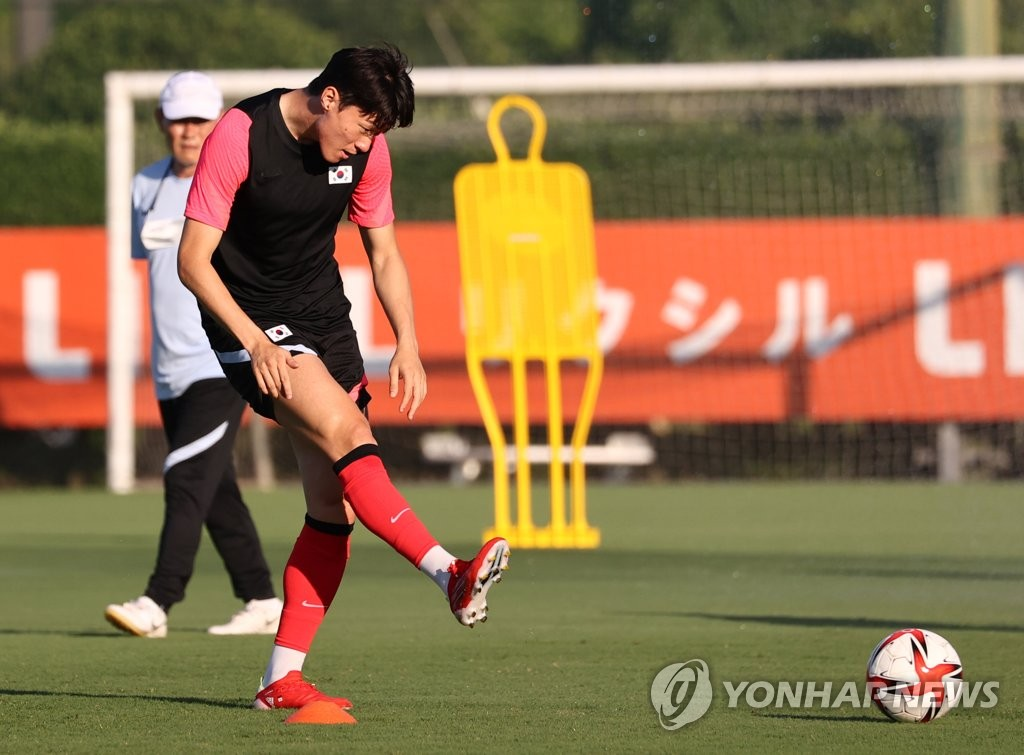 Hwang Ui-jo of the South Korean men's Olympic football team trains at Kashima Antlers Clubhouse in Kashima, Japan, on July 19, 2021. (Yonhap)